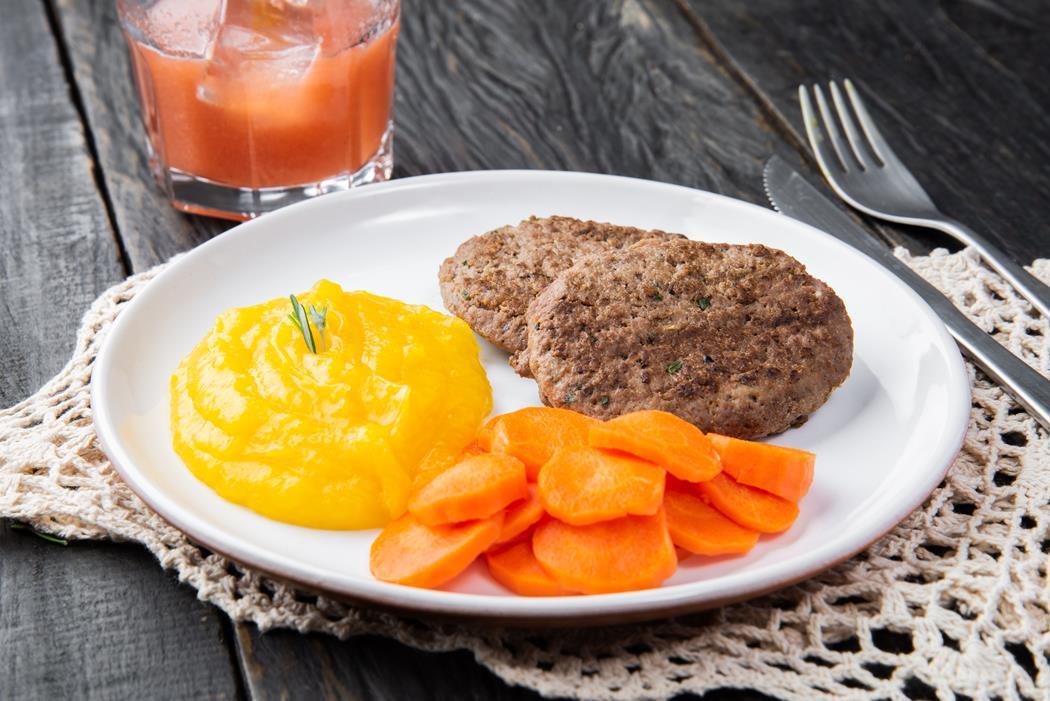 marmita-fitness-Burguer-De-Patinho-Pure-de-Mandioquinha-Cenoura