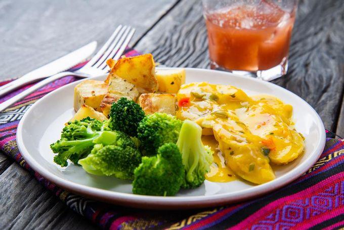 marmita-fitness-moqueca-batata-brocolis