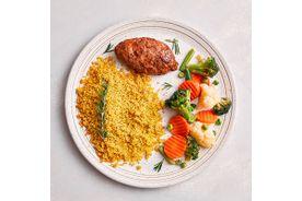 Kafta-com-cebola-caremilizada-e-couscouz-marroquino-e-mix-de-vegetais